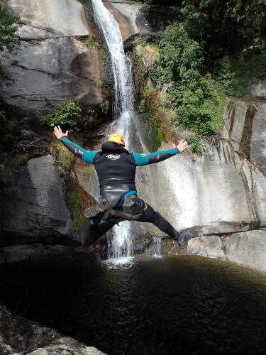 barranquismo-en-jerte-saltos